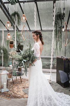 Die Urban Jungle Hochzeitsideen beim brautshooting 2017 zeigen tolle Tischdekorationen im grünen, urbanen Stil mit Boho Flair.