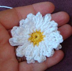 Sooz In The Shed...: Crochet Daisy - Free Pattern