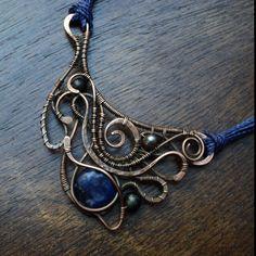 Fradany: Bienvenidos! Mi nombre es Anacely Olmedo soy de El Salvador Centro América, trabajo la técnica de envoltura con alambre desde  ... Wire Jewellery, Wire Wrapped Jewelry, Metal Jewelry, Jewelry Ideas, Diy Jewelry, Handmade Jewelry, Jewelry Making, Wire Necklace, Wire Weaving