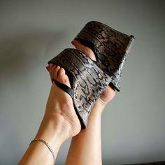 highheels love (@shoeslove18) • Instagram photos and videos Sexy High Heels, High Heels Stilettos, Wedge Heels, Women's Plus Size Swimwear, Pretty Toes, Female Feet, Sexy Feet, Fashion Shoes, Instagram
