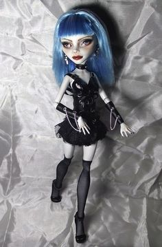 Gothic Ghoulia Monster High, Repaint OOAK doll by Orchideah