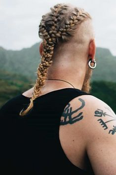 Triple Viking Braids ❤ Braids for men offer great styling versatility to anyone with medium to long hair. Check out our exclusive pics to perfect your casual look with braids. Braids For Boys, Braids For Long Hair, Viking Haircut, Mens Braids Hairstyles, Hairstyles Haircuts, Hair And Beard Styles, Long Hair Styles, Viking Braids, Edgy Hair