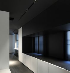 Minimalist, clean interior at the Kreon show-room, Parijs _ by Belgian architects Minus _