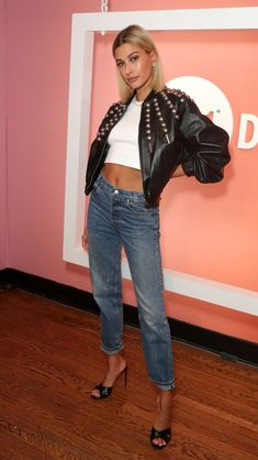 Work it: Hailey Bieber showed why she's one of the world's top models on Saturday, when the blonde beauty hosted the launch of Levi 501 Day in Los Angeles Estilo Hailey Baldwin, Hailey Baldwin Style, Hayley Baldwin, Celebrity Outfits, Celebrity Style, Hayley Bieber, Party Fashion, Fashion Outfits, Fashion Edgy