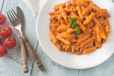 This classic Italian pasta recipe for Penne with Tomato Cream Sauce is easy to make and the whole family will love it! Sausage Sauce, Sausage Pasta, Penne Vodka Sauce, Penne Alla Vodka, Dinner For Schmucks, Butternut Squash Ravioli, Cheese Dip Recipes, Italian Pasta Recipes, Vodka Sauce