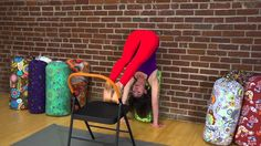 YogaVibes teacher Jennifer Beyt Coffin demos how to use a bolster to help build more confidence in your handstand (Adho Mukha Vrksasana) practice. Yoga Videos For Beginners, Yoga Bolster, Yoga Handstand, Yoga Props, Chair Yoga, Reflexology, Acupressure, Compliments, Confidence