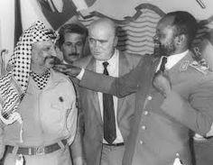 Arafat e Machel. Great Leaders, World History, Trips, Dads, Popular, Couple Photos, Couples, Shoes, Viajes