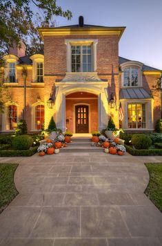 Autumn decor, Dallas. Harold Leidner Landscape Architects.  Dream house in the Fall.