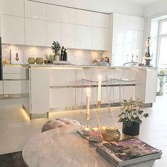 Transparent Schäfern barstol. Stol, plast, bar, polykarbonat, möbler, inredning, kök, matsal.