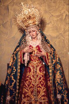 Nuestra Señora del Sol en su altar de la Capilla de la Hermandad