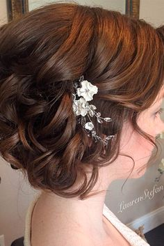 33 Most Popular Hairstyles for Weddings to Look Incredible Every bride deserves to look flawless during her wedding reception. After all, this wedding is yours. So, let us discuss popular trends! http://glaminati.com/hairstyles-for-weddings/