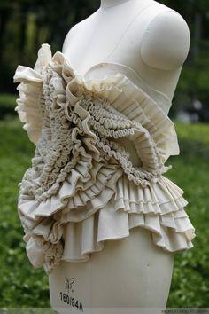 одежда с сложным красивым кроем