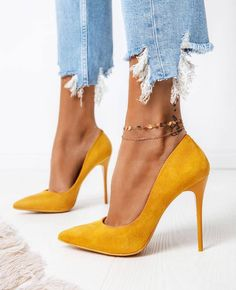 Cute Classic Shoes from 31 of the Fresh Classic Shoes collection is the most trending shoes fashion this season. This Classic Shoes look related to shoes, heels, zapatos and chaussure was… Stiletto Pumps, Suede Pumps, Gold Pumps, Pumps Heels, Women's Stilettos, Flats, Shoe Collection, Girls Shoes, Shoes Women