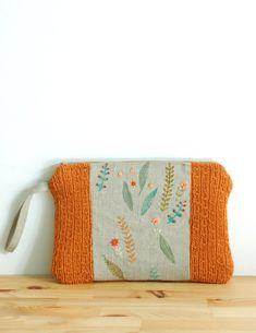 Orange wool and linen clutch - hand knitted with portuguese wool, hand painted and embroidered natural linen - a collaboration Mundo Flo + Pontos e Voltas