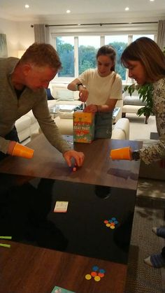 Family Party Games, Fun Party Games, Family Game Night, Party Games For Adults, Adult Party Games Funny, Minute To Win It Games For Adults, Funny Games For Groups, Teenage Party Games, Couples Game Night