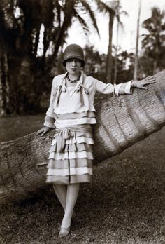 America author/screenwriter/playwright Anita Loos during the 1920s. #vintage #1920s #fashion