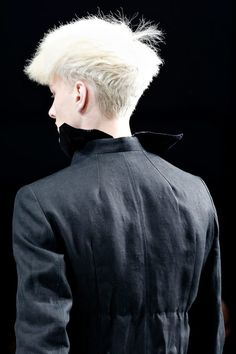 S T R A W Y Close up at Rick Owens show. His taste about hair is always our cup of tea. -Post by Hugo Lavín