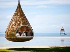 En este capullo-hamaca colgante en las Filipinas.