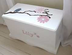 for painting Livvy's toy chest that Chad built. This is simple but very cute!ideas for painting Livvy's toy chest that Chad built. This is simple but very cute! Diy Wood Box, Diy Box, Wooden Diy, Wood Projects For Kids, Kids Wood, Wooden Toy Boxes, Wood Boxes, Painted Toy Chest, Girls Toy Box