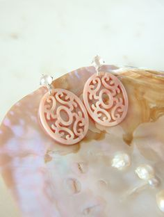 perfect summer look with these rosequartz mandala earrings. By Laura Darth. silver mother of pearl earrings