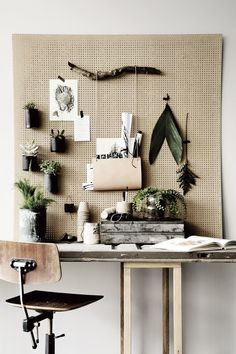 An inspiring, natural workspace with easy to switch out wall hangings