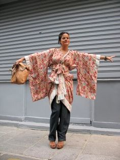 these displacement fashion it was very casual kimono and was wearing with jean. This would be fairly easy to make, comfortable, and is casual enough for almost every day.