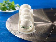 Effeuillez le persil puis le ciseler. Emincez le plus finement possible votre demi-gousse d'ail. Dans un bol, mélangez le fromage frais avec l'...