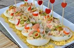 Huevos Rellenos de Salmón y Surimi Appetizers For Party, Appetizer Dips, Appetizer Recipes, Healthy Christmas Cookies, Healthy Cookies, My Favorite Food, Favorite Recipes, Decadent Cakes, Chicken Salad Recipes