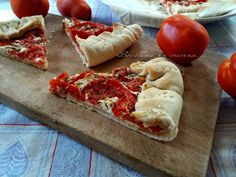 Voglia di gusto e leggerezza? Provate questa crostata salata con feta e pomodori, pochi ingredienti per un ottimo risultato.