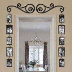 Linda forma de expor as fotos em casa. Detalhes em ferro forjado. Também adorei as fotos em preto e branco. * imagem de jma empresa que trabalha com objetos de decoração em ferro.
