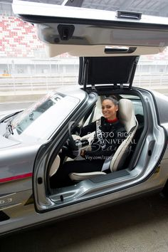 Monic Perez, Miss Universe Puerto Rico 2013, gets ready to take a Mercedes-Benz on the track at Moscow Raceway on October 28, 2013. #MissUniverse2013 #MissUniverse #MissUniverso2013 #MissUniverso #Russia #Moscow #Rusia #Moscú #MissPuertoRico #MonicPerez