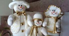 Pin by Mary Griffin on felt snowmen Felt Christmas Decorations, Snowman Decorations, Christmas Centerpieces, Christmas Snowman, Christmas Ornaments, Felt Snowman, Holiday Crafts, Holiday Decor, Felt Dolls