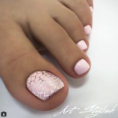 10 Elaborate & Cute Toenail Designs Simple and cute toenail designs with a touch of elaborate thrown in. Pink Toe Nails, Pretty Toe Nails, Toe Nail Color, Cute Toe Nails, Summer Toe Nails, Feet Nails, Toe Nail Art, Gorgeous Nails, My Nails