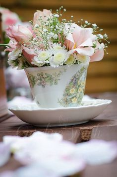Vintage teacup fresh flower wedding decor
