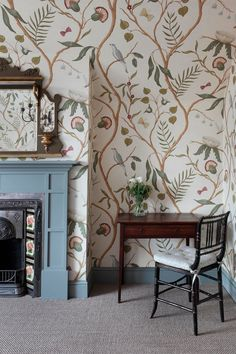 wallpaper bedroom English Charm : Master Bedroom and Dressing Room - Cool Chic Style Fashion Wallpaper Fofos, Of Wallpaper, Wallpaper In Bedroom, Wall Paper Bedroom, Chinoiserie Wallpaper, Emoji Wallpaper, Wallpaper Ideas, Wallpaper Quotes, Dressing Room Decor