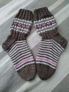 Image gallery – Page 469500329900027838 – Artofit Fair Isle Knitting, Knitting Socks, Boot Toppers, Winter Socks, Knit Boots, Knitting Videos, Baby Knitting Patterns, Mittens, Knit Crochet