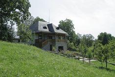Și-au făcut casa din Prahova după un model tradițional muntenesc de la Muzeul Satului   Adela Pârvu - Interior design blogger Home Fashion, House Plans, Shed, Outdoor Structures, Traditional, Interior Design, House Styles, Romania, Home Decor