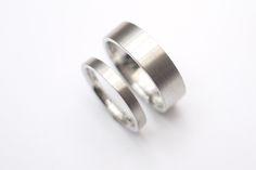 Alianças Bauhaus - Alianças lisas em acabamento fosco. #joiasliê #weddingrings