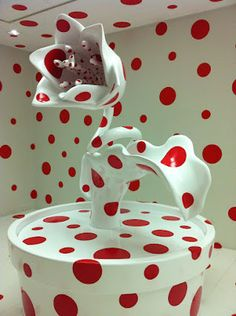 Yayoi Kusama flower white with red dots