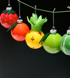There is just something about pineapples that make you smile and think of summer so these gorgeous DIY pineapple crafts are sure to get you in a sunny mood! Christmas Makes, Christmas Baubles, Winter Christmas, Christmas Decorations, Xmas Ornaments, Winter Holidays, Vintage Christmas, Christmas Tree, Ideas