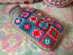 A Granny Square Hot Water Bottle Cover - Granny Chic Cuddliness.ok crochet, but still! Crochet Diy, Crochet Home, Love Crochet, Learn To Crochet, Crochet Motif, Crochet Crafts, Yarn Crafts, Crochet Patterns, Decor Crafts