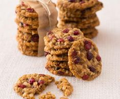 Ovesné sušenky s brusinkami | Recepty Albert Fitness, Cheesecake, Food And Drink, Cupcakes, Healthy Recipes, Cookies, Baking, Drinks, Breakfast