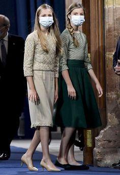 Kids Dress Clothes, Clothes For Women, Royal Fashion, Teen Fashion, Princess Outfits, Girl Outfits, Leonor Princess Of Asturias, Vestido Multicolor, New York Socialites