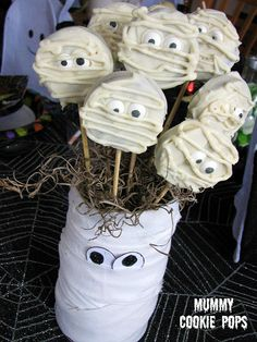 White Chocolate Oreo Mummies On a Stick !
