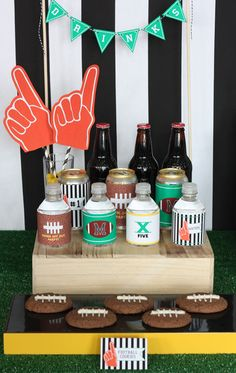 Decorate Your Drink Bottles For Game Day #Football #Entertaining #Decorations #SuperBowl