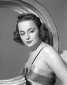 Olivia de Havillandcirca B. Old Hollywood Glamour, Classic Hollywood, Olivia De Havilland Movies, British American, Oscar Winners, One Image, American Actress, Movie Stars, Hair Beauty