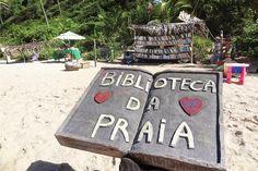 Biblioteca en la playa de Pipa, Brasil.