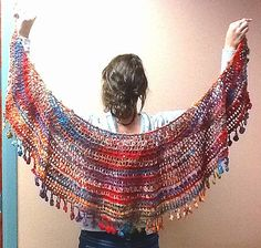 Looking for a dressy shawl wrap idea? What about something to wear while on vacation? Check out Mezzaluna (Crescent Moon) Wrap by Nancy P, a festive looking crochet free pattern. Instructions are in English, Deutsch and Dansk.