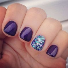 10 Peacock inspired Glittering Nails Ideas You Must Use