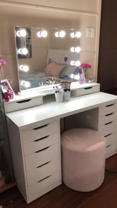 Vanity Mirror with Lights Ideas (DIY or BUY) for Amour Makeup Room - Hollywood Glow Vanity Mirror LED Bulbs. This is what make up dreams are made of girls! Vanity Makeup Rooms, Makeup Room Decor, Vanity Room, Ikea Vanity, Mirror Room, Mirror Set, Makeup Vanities, Table Mirror, 30 Vanity
